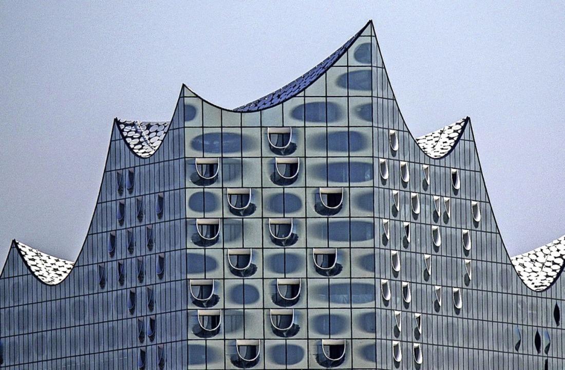 Ein spektakulärer Bau: die Hamburger Elbphilharmonie  | Foto: Axel Heimken (dpa)