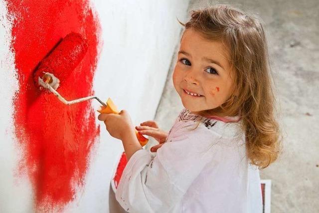 Bunte Wände müssen beim Auszug in hellen, neutralen Farben gestrichen werden