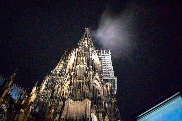 Wolke sorgt für Großeinsatz der Feuerwehr am Kölner Dom