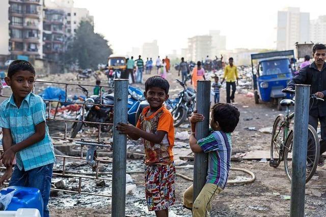 Bad Säckinger Schüler unterrichten im Slum in Indien