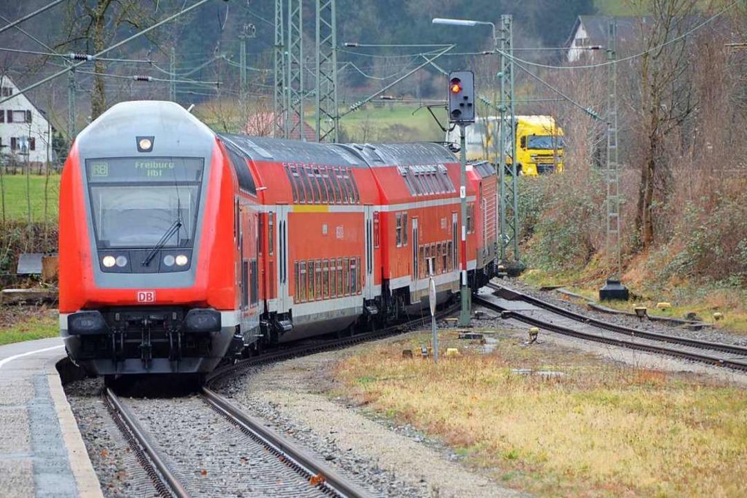 Manch einer vermisst sie schon: die roten Doppelstockwagen der Bahn.  | Foto: Markus Donner
