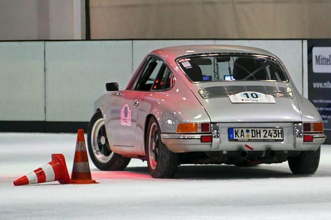 Darf bei keiner Oldtimer-Rallye fehlen...l van der Vliet auf dem Beifahrersitz.  | Foto: Helmut Seller