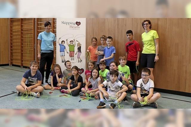 Skipping Hearts: Kinder haben Spaß mit dem Seil