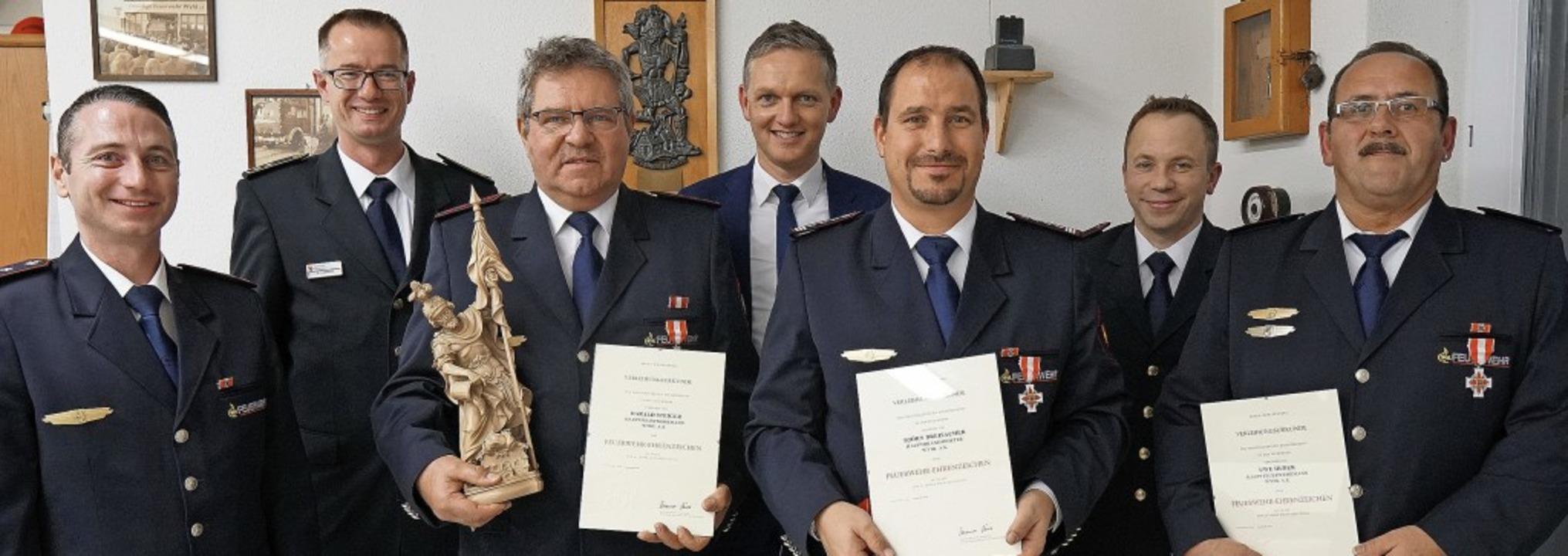 Ehrungen für langjährigen aktiven Feue...auptversammlung der Wyhler Feuerwehr.   | Foto: Jürgen Schweizer