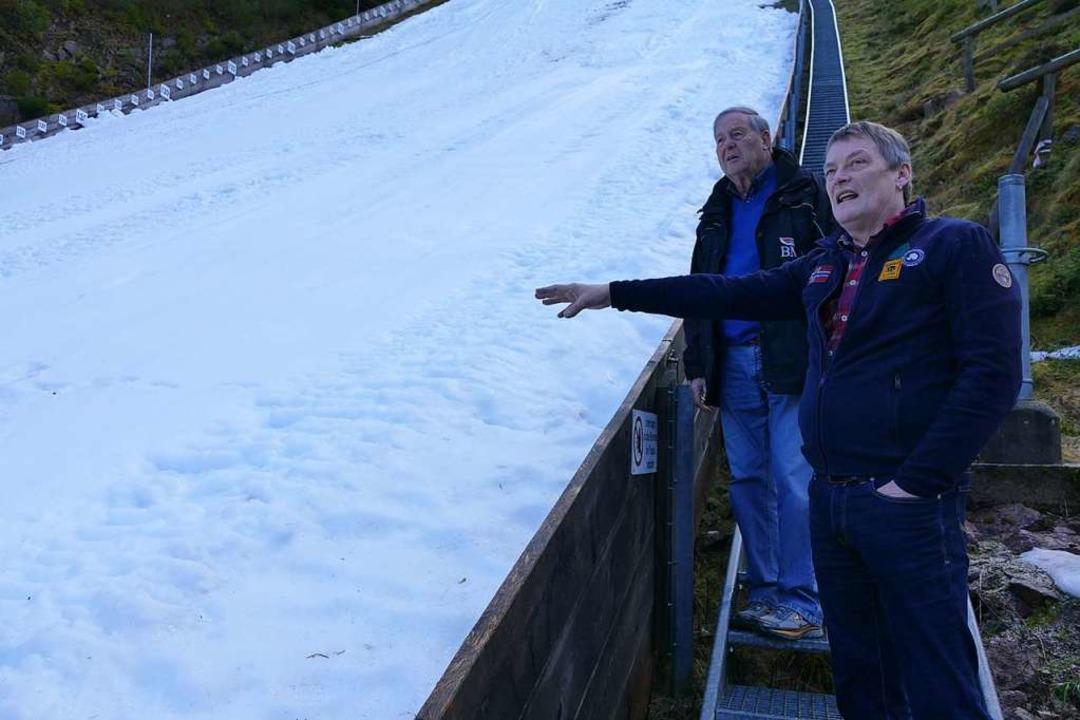 Joachim Bruder lässt sich von Joachim ...ätigt: genügend Schnee für den Weltcup  | Foto: Peter Stellmach