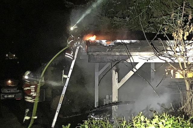 Carport fängt Feuer