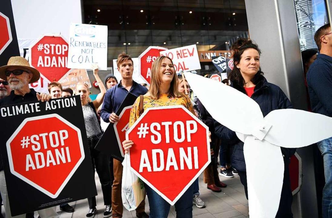 In Australien gibt es schon lange Proteste gegen die Kohlemine Adani.  | Foto: Dan Peled (dpa)