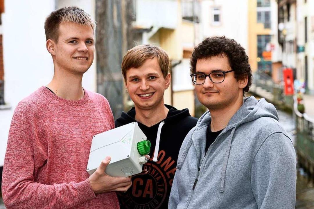 Die Drei von der Messstelle: Felix Bor...ation in der Freiburger Luft gemessen.  | Foto: Thomas Kunz