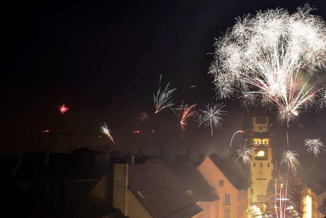 Die Freiburger Altstadt versank in der Silvesternacht im Nebel.  | Foto: Thomas Kunz
