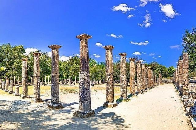 Seien Sie gespannt auf berühmte klassisch-griechische Stätten auf dem Peloponnes!
