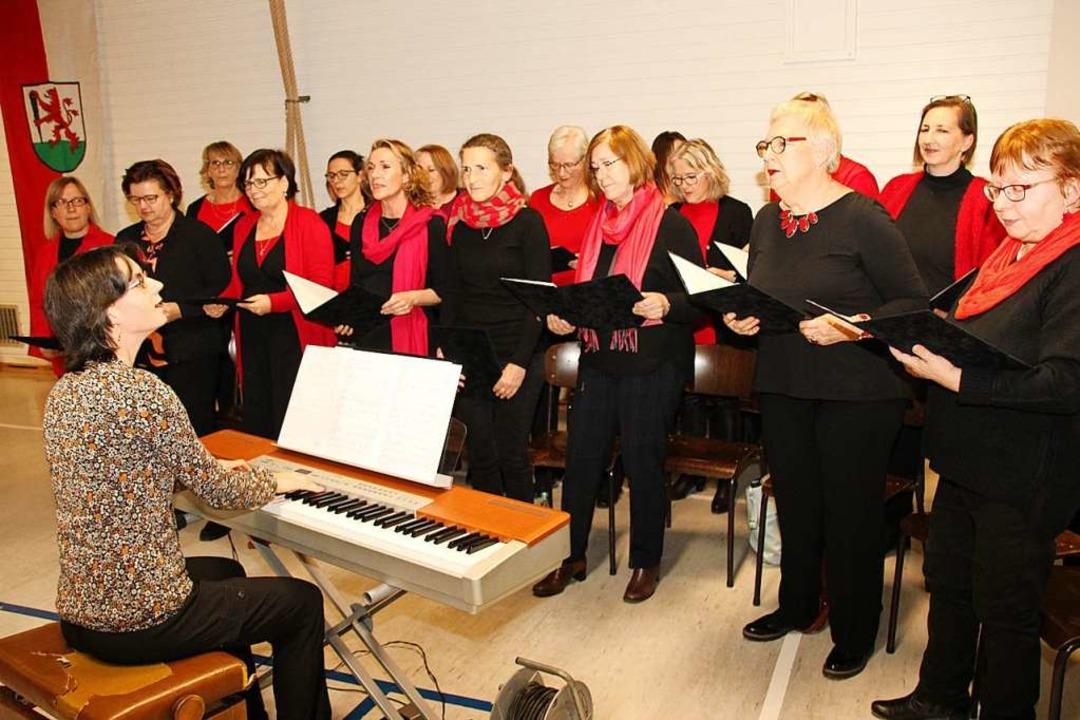 Der neu gegründete Frauenchor trat beim Neujahrsempfang auf.  | Foto: Mario Schöneberg