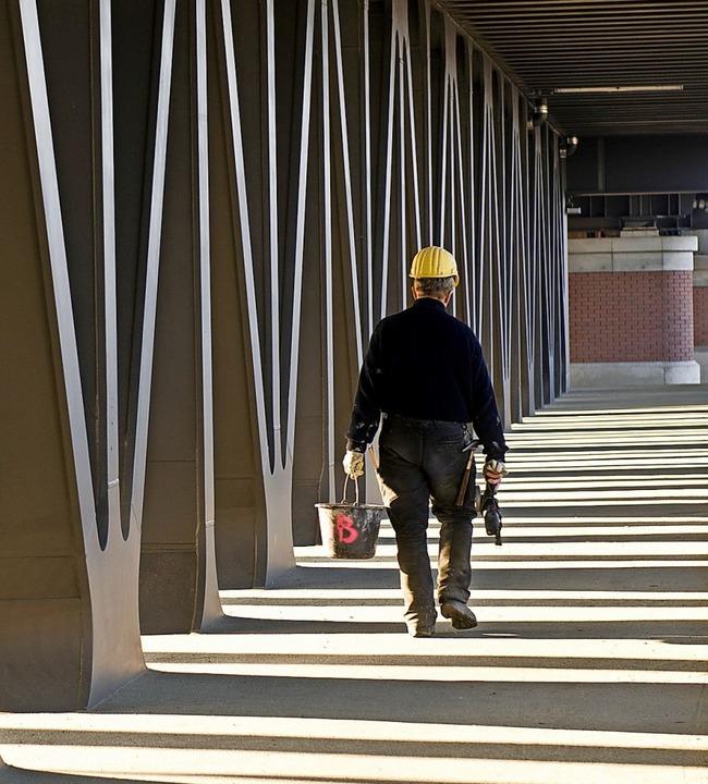 Arbeitnehmer mit geminderter Arbeitsfä...setzungen auch Vollzeitrente beziehen.    Foto: Jens Schierenbeck (dpa)