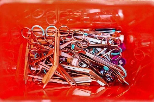 In Kliniken und Arztpraxen landet Edelstahl massenweise im Müll