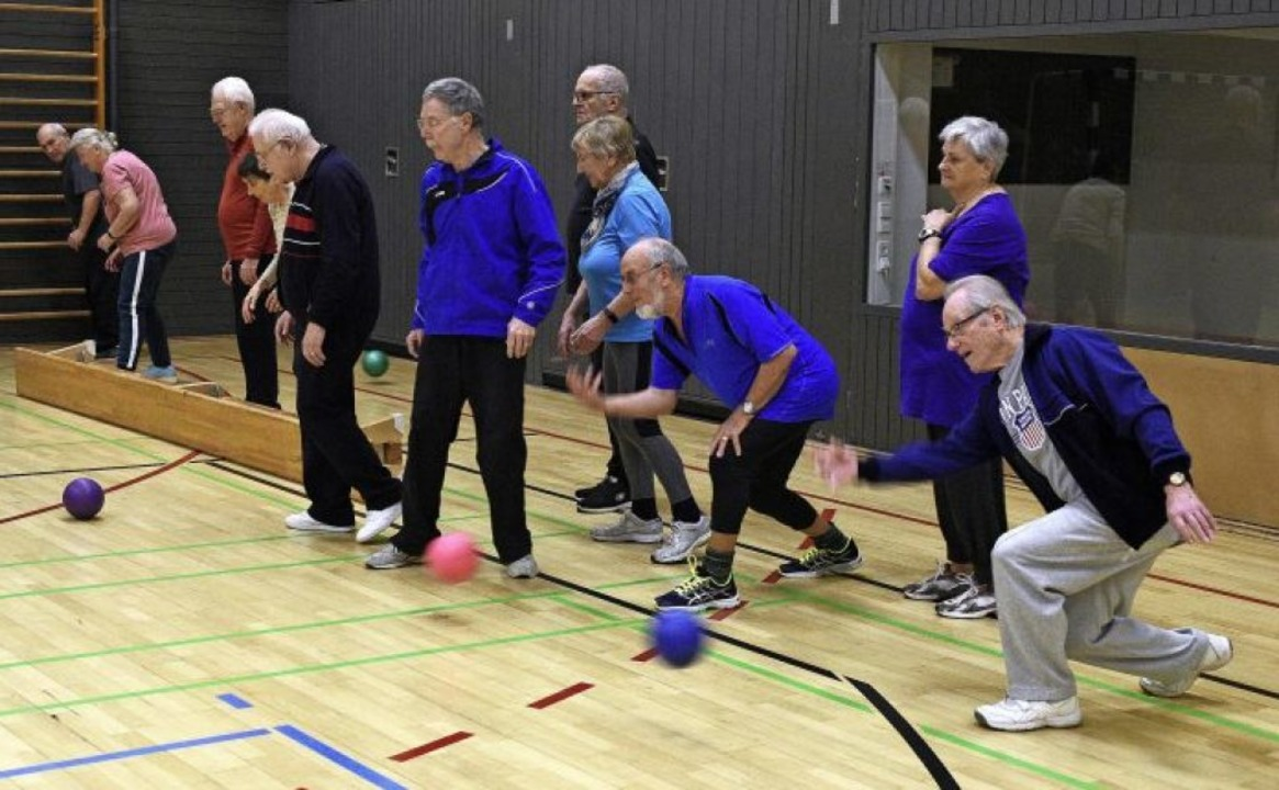"""Der Koronarsport der """"Sportgrupp...lle der Adolf-Reichwein-Schule statt.     Foto: Thomas Kunz"""