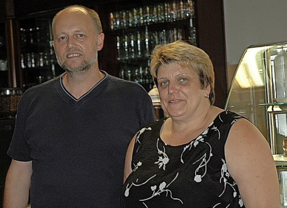Jutta Lohrmann und ihr Mann Gerhard be...fnung des Café Heimelig im Jahre 2006.  | Foto: Brigitte Chymo