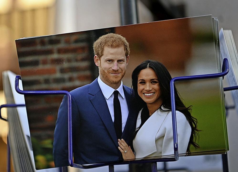 Zumindest  in Londons  Geschäften  sind Harry und Meghan noch zu sehen.  | Foto: DANIEL LEAL-OLIVAS (AFP)