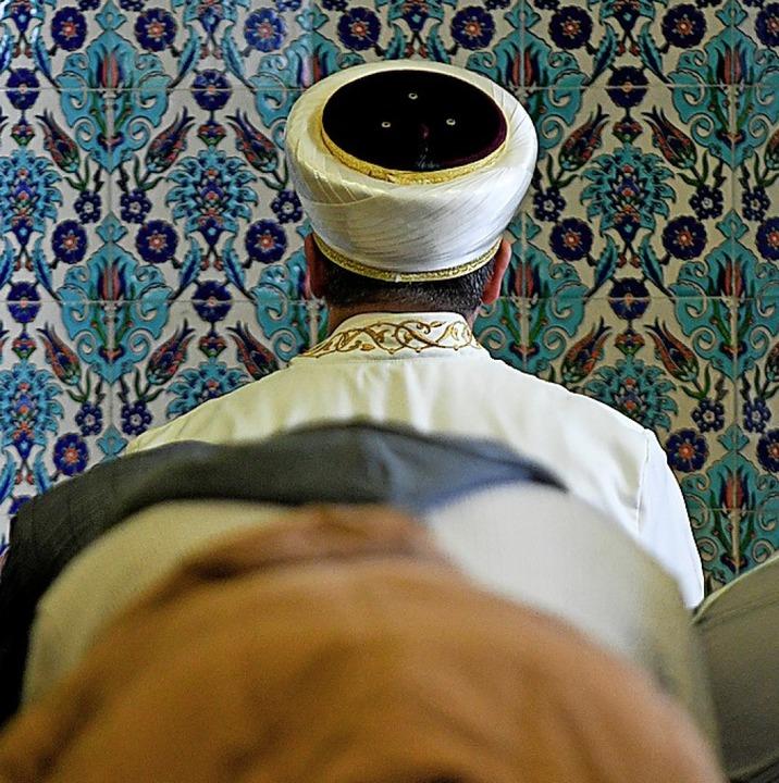 Imam in einer Moschee  | Foto: Axel Heimken