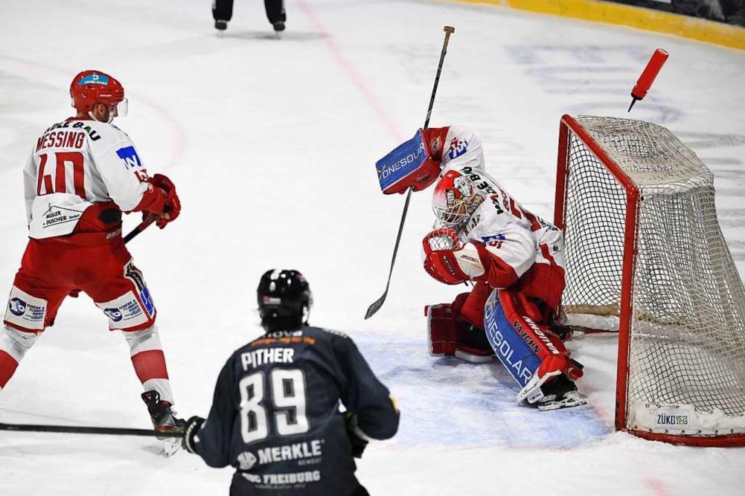 Läuft beim EHC: Das Freiburger Eishockeyteam liegt auf Tabellenplatz 3.   | Foto: Patrick Seeger