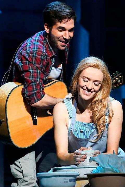 Verbunden durch die Kraft der Liebe: Sam und Molly    Foto: Stage Entertainment