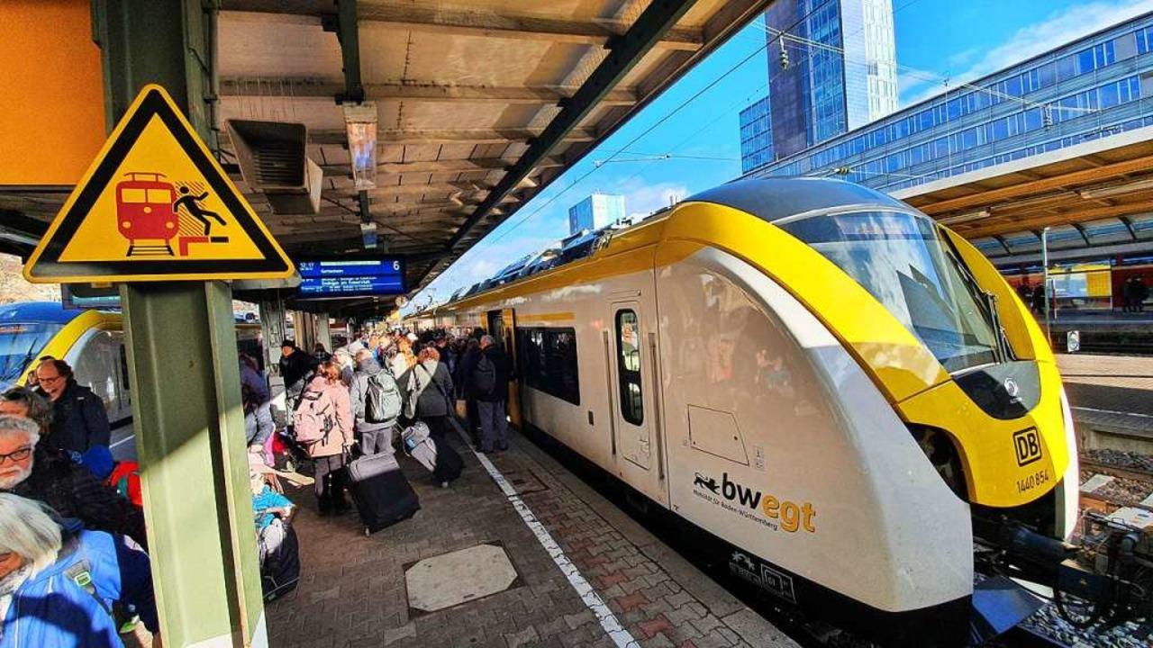 Ein Zug der Breisgau-S-Bahn am  Bahnhof Freiburg.  | Foto: Sebastian Wolfrum