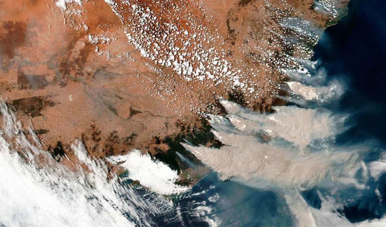 Das von einer NASA-Sonde erstellte Sat...rände in Victoria und New South Wales.  | Foto: Uncredited (dpa)