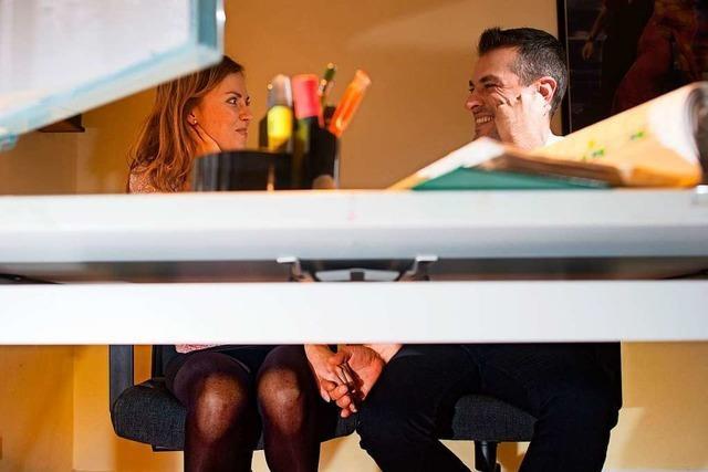 Liebe im Job – wie sollten Paare damit umgehen?