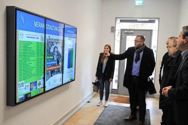 In den Schopfheimer Rathausgebäuden gibt es digitale Wegweiser
