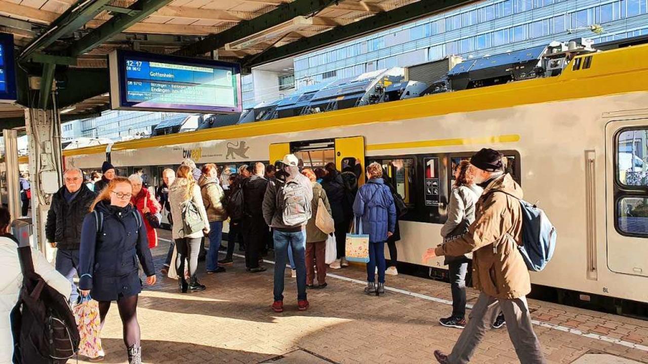 Unfassbar: Da schafft die Bahn neue Zu...und die Leute wollen sie sogar nutzen.  | Foto: Sebastian Wolfrum
