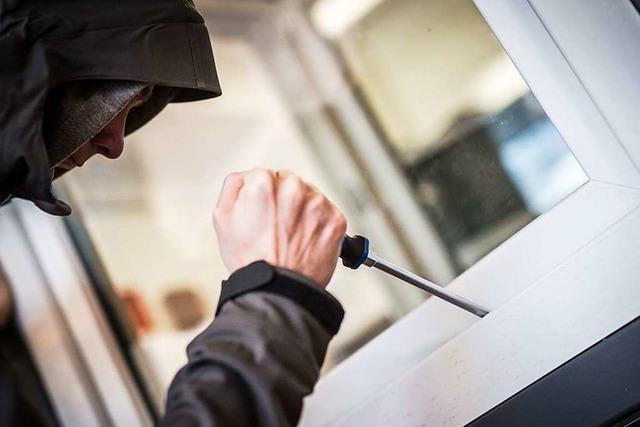 Mann überrascht zwei Einbrecher in seinem Haus in Lörrach