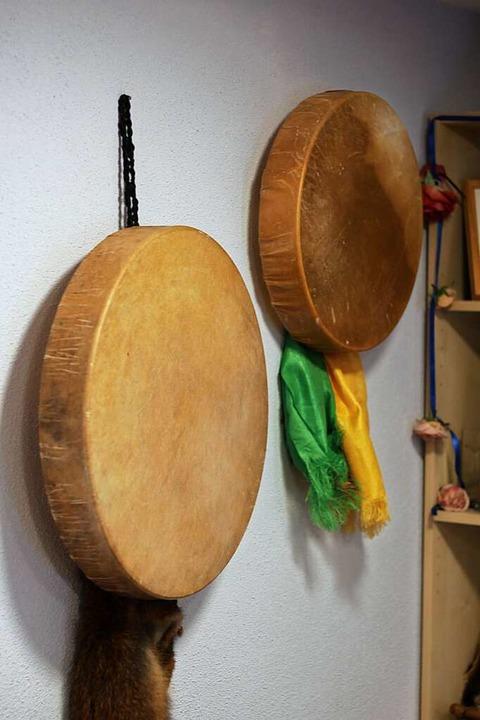 Trommeln: Der rituelle Rahmen unterstützt Geistheilung.  | Foto: Joshua Kocher