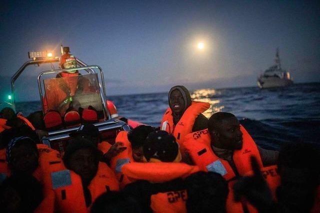 Flüchtlingsboote im Mittelmeer gesunken - fast zwei Dutzend Tote