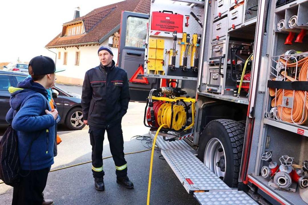 Die technische Ausrüstung der Feuerwehr faszinierte vor allem die Jungen.  | Foto: Martha Weishaar