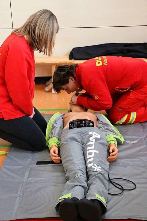 2500 Euro kostete diese Reanimationspu...ungsmaßnahmen trainiert werden können.  | Foto: Martha Weishaar