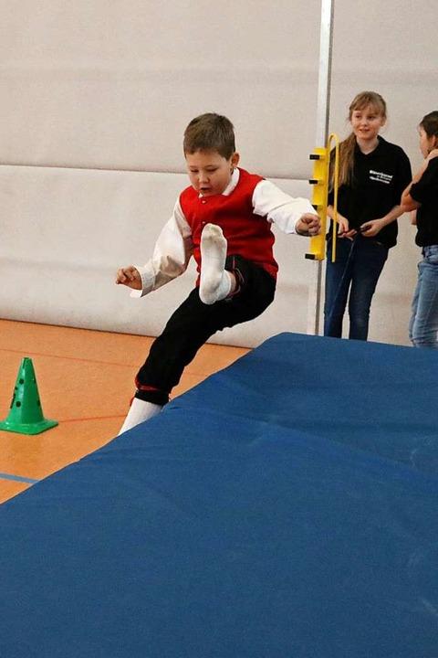 Hoch hinaus will auch dieser Junge der...h das Training der TuS-Leichtathleten?  | Foto: Martha Weishaar