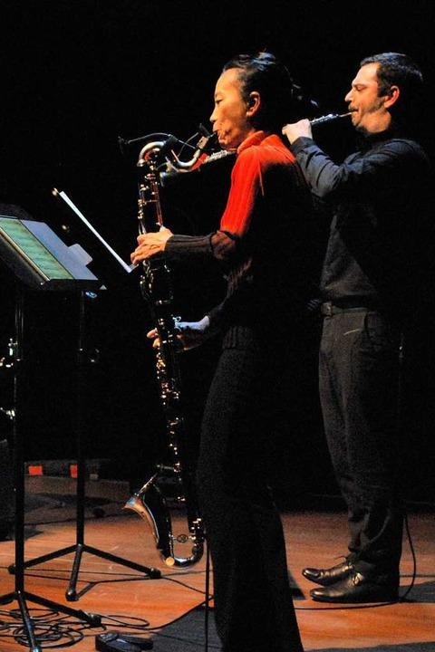 "Das  Ensemble Recherche (Bild rechts) ...t Zappas ""The Black Page"".  | Foto: Thomas Loisl Mink"