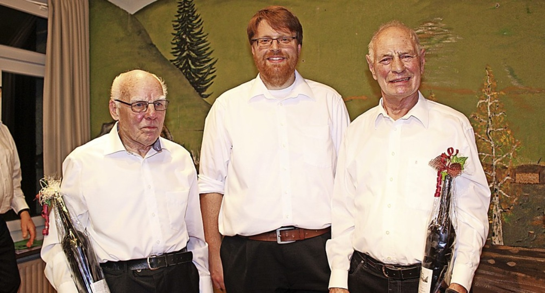 Leo Wuchner (links) und Erwin Gersbach... für 65 Jahre Mitgliedschaft  geehrt.   | Foto: Martin Klabund