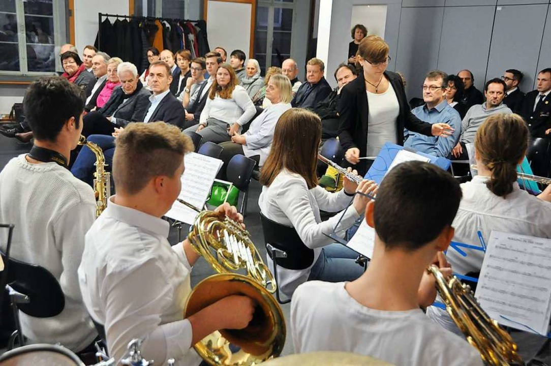 Die Orchesterteenies (Leitung: Ellen E...ng im Alten Rathaus mit flotter Musik.  | Foto: Daniel Gramespacher