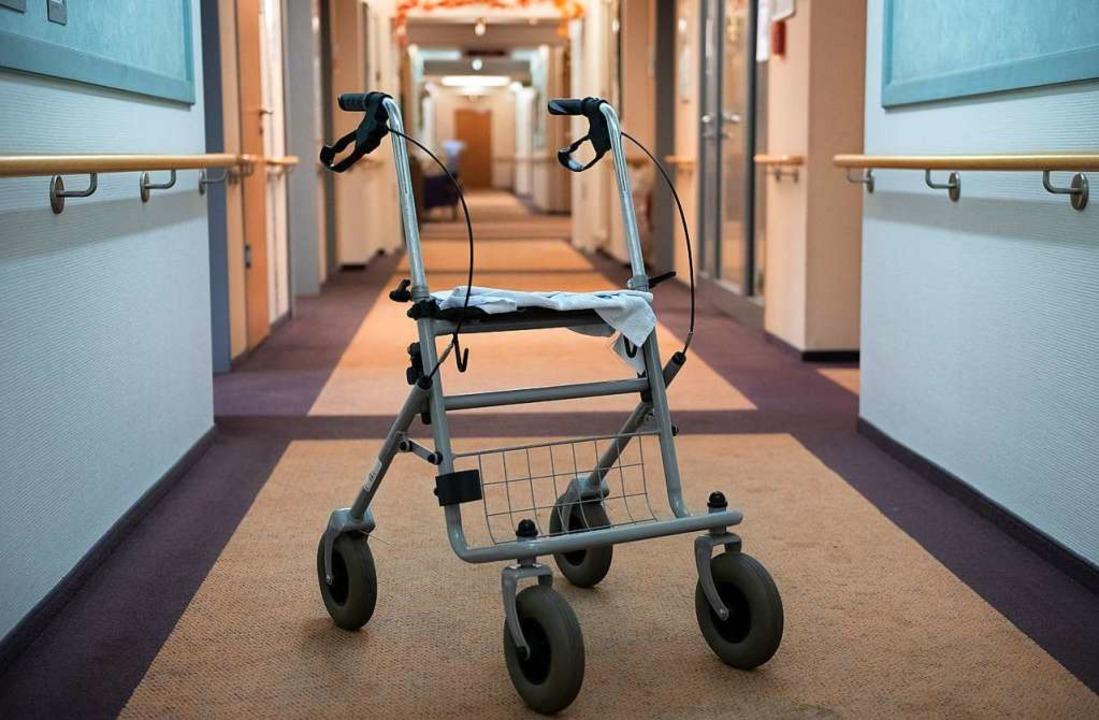 Die Suche nach Pflegekräften wird für etliche Kliniken zur Existenzfrage.  | Foto: Paul Zinken