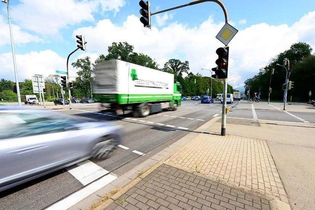 Autofahrer beschuldigen sich nach Unfall in Freiburgs Norden gegenseitig