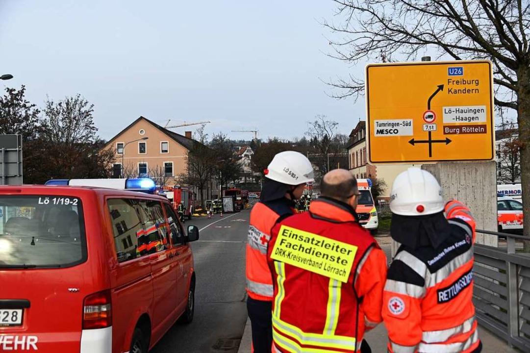 Großaufgebot der Rettungskräfte in der Freiburger Straße  | Foto: Jonas Hirt