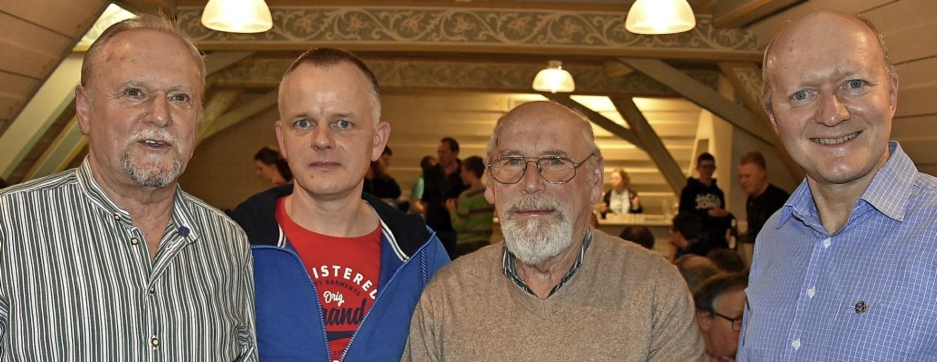 Musikverein-Vorsitzender Martin Reinl ...links), Hans Drechsle und Harold Stern  | Foto: Heinz und Monika Vollmar