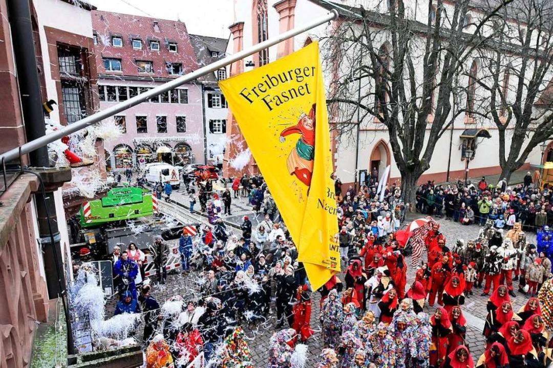 Auch dieses Jahr wird das Rathaus gest...weitergefeiert wird draußen mit allen.  | Foto: Thomas Kunz