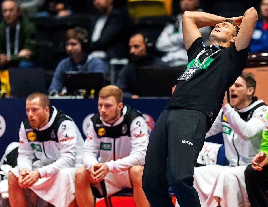 Bundestrainer Christian Prokop kann's nicht fassen.  | Foto: Robert Michael (dpa)