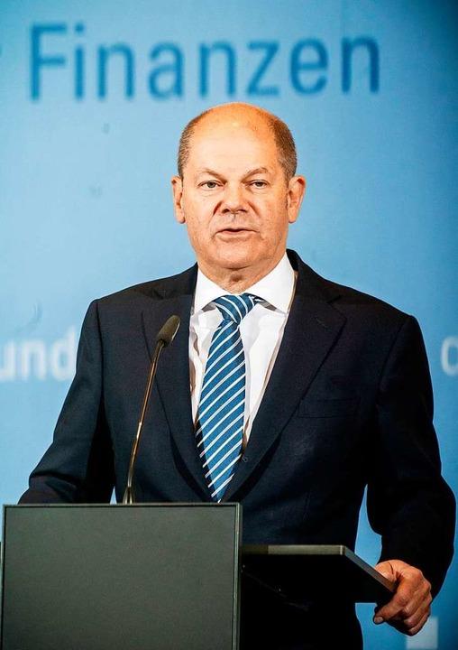 Bundesfinanzminister Olaf Scholz (SPD) will lieber Geld investieren.  | Foto: Michael Kappeler