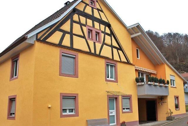Die Schmiede in Grenzach-Wyhlen erstrahlt in frischem Gelb