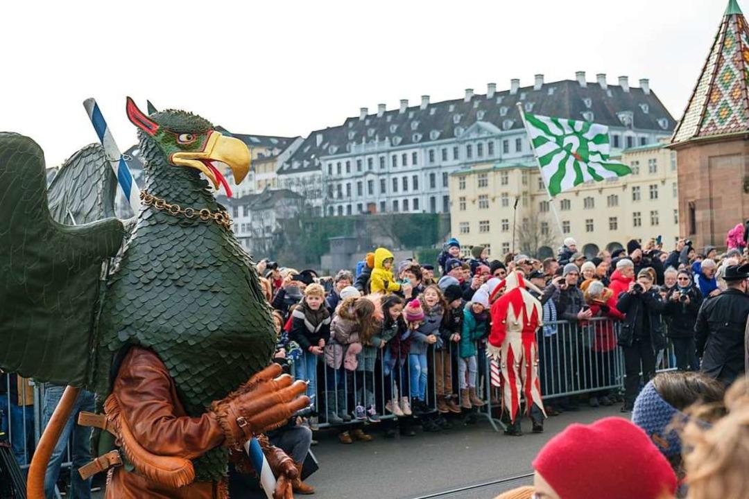 Das namengebende Wappentier Vogel Gryf...Weg zum Tanz auf der Mittleren Brücke.  | Foto: Ansgar Taschinski