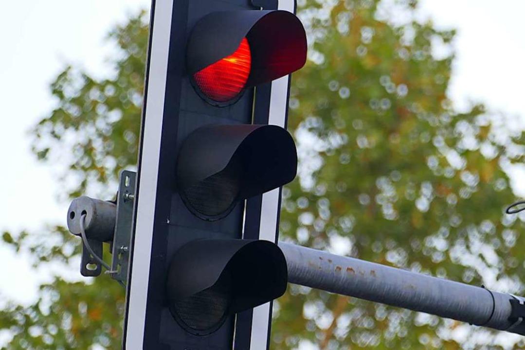 Bei einem Unfall an einer Ampel in Fre...ittwoch zwei Autofahrerinnen verletzt.  | Foto: Peter Gerigk
