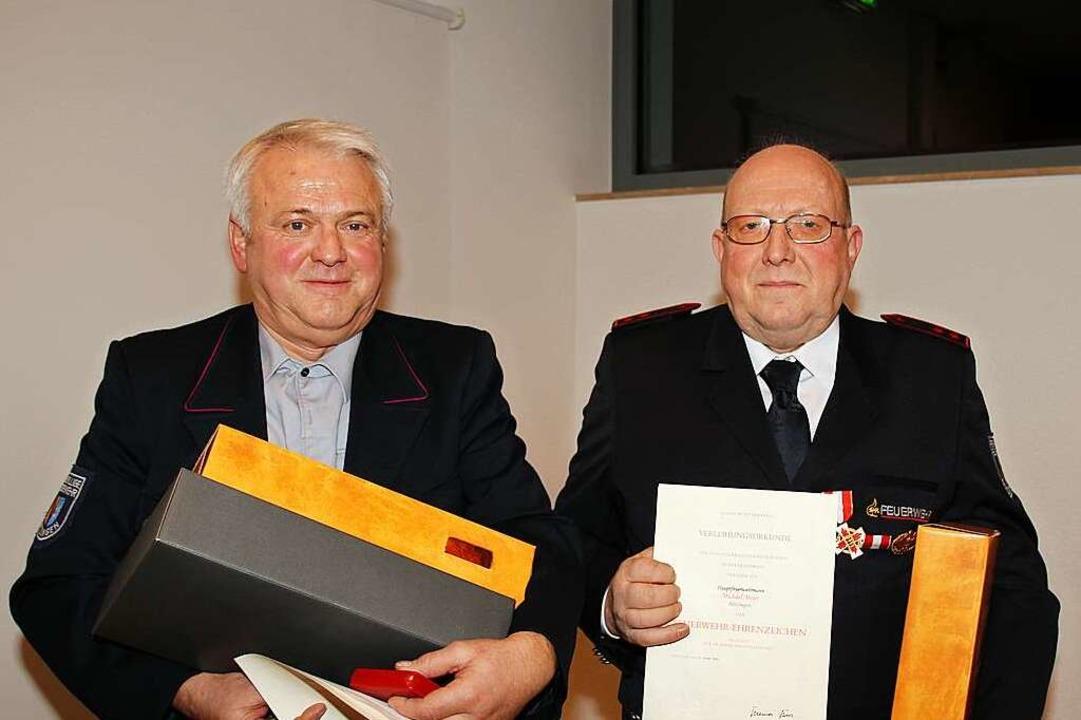Jochen Konstanzer und Michael Meier er...Jahre das goldenen Landesehrenzeichen.  | Foto: Mario Schöneberg