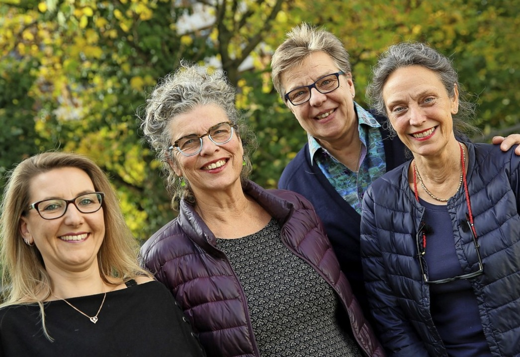 Vier der  in Vorstand und Verein aktiv...ferle, Evelyn Krümmel und Karin Treek.    Foto: Marx/Frauen helfen Frauen