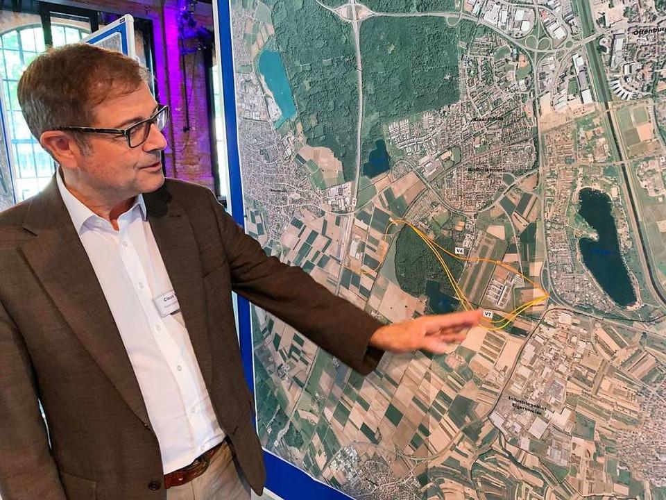 Bei einem Infoabend des Regierungspräs...stellte Claus Walther die Planung vor.  | Foto: Helmut Seller